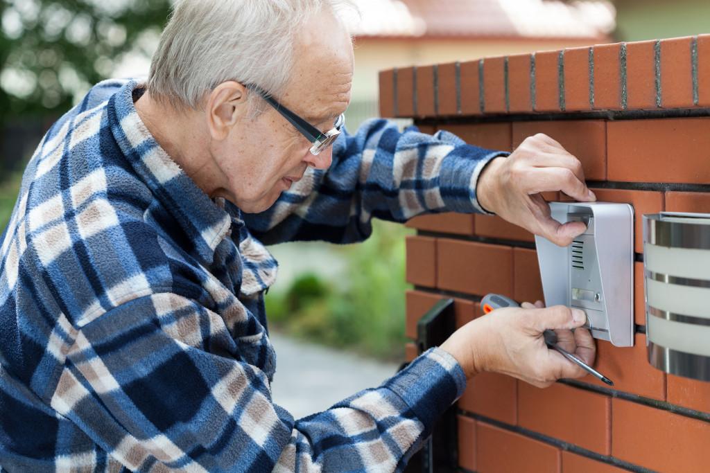installing doorbell